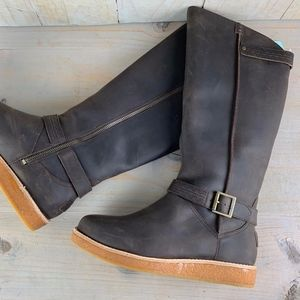 ugg Gellar tall leather sheepskin boot new